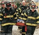 Brandmän bär iväg skadade och döda vid Ground Zero