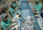 Här kan man jobba, i en kondomfabrik, så slipper man ungar, man och fler barn