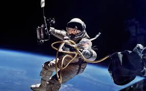 Kanske om man tar ett långt rep och fäster vid Jordens axel och drar tillräckligt mycket? Nu vet ju inte genusmaffian att axeln inte existerar, men de kan nog konstruera den socialt :-)